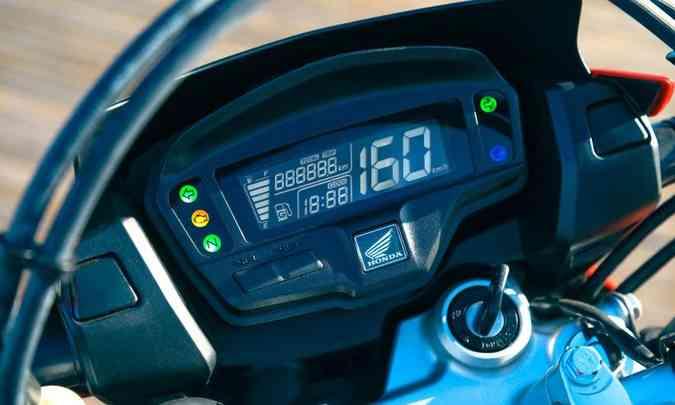 O painel é digital em tela LCD com blackout para melhorar a visualização(foto: Caio Mattos/Honda/Divulgação)