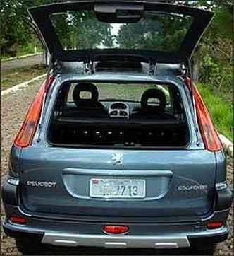 Vidro traseiro pode ser aberto, facilitando o acesso ao porta-malas