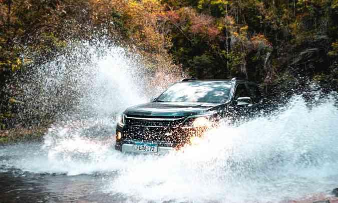 A Chevrolet S10 2021 com tração 4x4 enfrenta pisos irregulares e travessia de riachos sem dificuldades(foto: Jorge Lopes/EM/D.A Press)