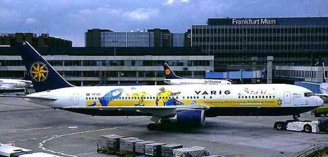 Boeing 767-300 com esquema especial de pintura transportou a equipe Brasileira para a Coréia do Sul e Japão na Copa de 2002 (foto: (Konstantin von Wedelstaedt/Airliners.net/Reprodução))