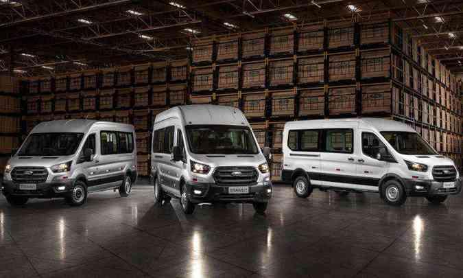 A Ford Transit é vendida em diferentes configurações, sendo a minibuis com capacidades de 14 a 18 passageiros (foto: Ford/Divulgação)