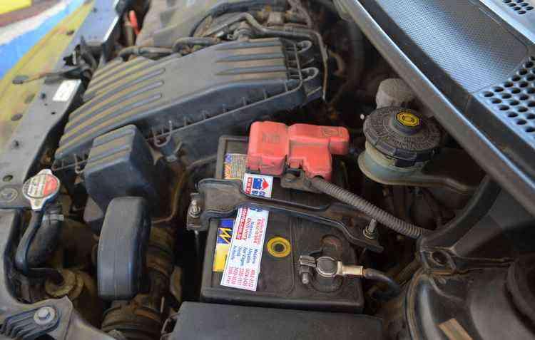 Troca de bateria e a velha conhecida chupeta só devem ser realizadas por um profissional especializado - Malu Cavalcanti / Esp. DP