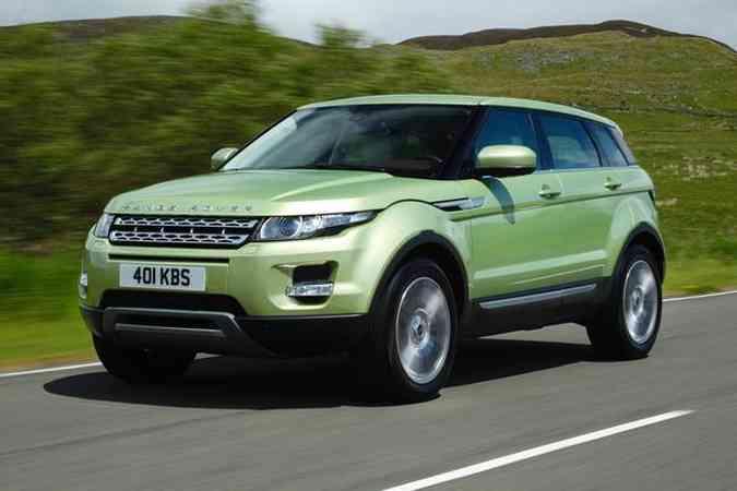 Modelo será comercializado no Brasil nas carrocerias de três e cinco portas, equipado com motor 2.0 a gasolina de 240cv e câmbio automático de seis velocidadesLand Rover/Divulgação