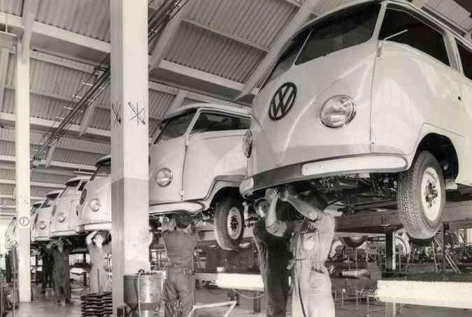 Linha de produção da Kombi em Sao Bernardo do Campo (SP)(foto: Volkswagen/Divulgação)