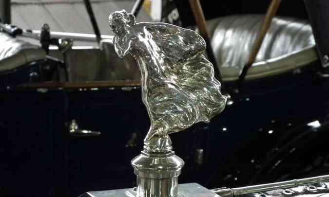 The Whisper, que ornamentava o capô do carro pessoal do Lord Montagu, teria servido de inspiração para o Spirit of Ecstasy, também inspirado em Eleanor Thornton(foto: Wikimedia Commons/Divulgação)
