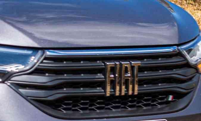 Nova logomarca traz o nome Fiat em letras grandes destacadas na grade, que tem ainda o Fiat Flag menor no canto(foto: Jorge Lopes/EM/D.A Press)