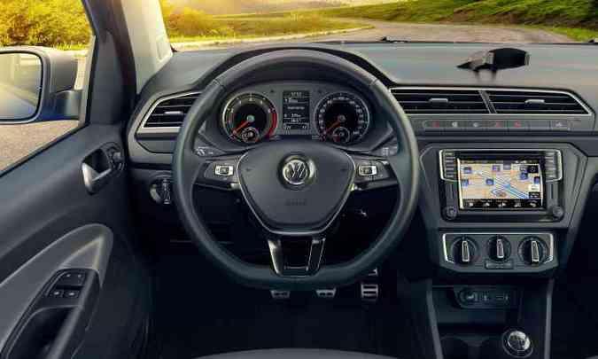 Painel segue a filosofia driver oriented com central multimídia de tamanho variável(foto: Volkswagen/Divulgação)