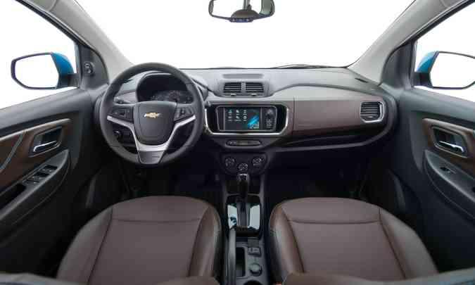 O interior tem acabamento de boa qualidade e conta com a central multimídia MyLink(foto: Chevrolet/Divulgação)