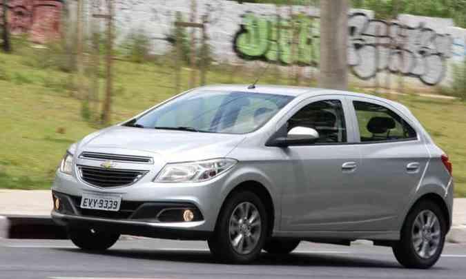 Chevrolet Onix vendeu quase 13 mil unidades a mais que o Hyundai HB20 em 2016(foto: Marlos Ney Vidal/EM/D.A Press)