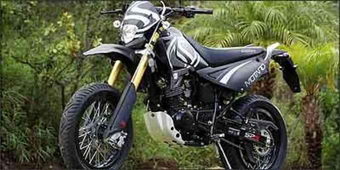 Pioneira no gênero motard, STX 200 tem aros de alumínio e pneus sem câmera(foto: Fotos: Marlos Ney Vidal/EM - 16/2/07)