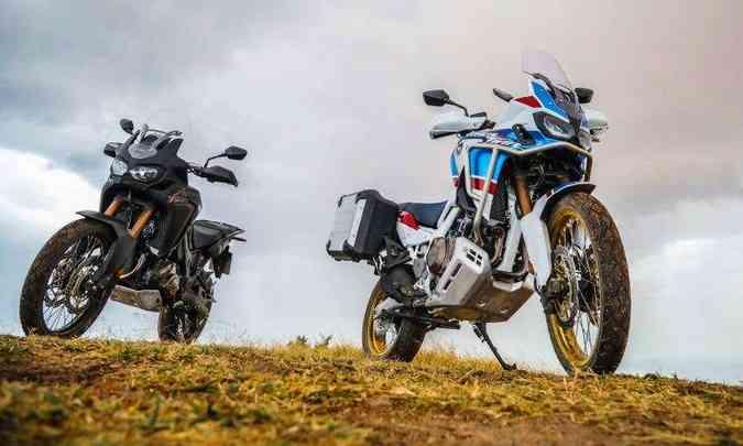 Africa Twin Standard incorporou eletrônica e a cor preta; enquanto a versão Adventure Sports tem tanque e guidão mais alto(foto: Caio Mattos/Honda/Divulgação)
