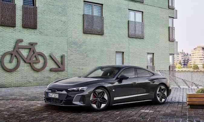 Versão esportiva RS e-tron GT acelera até 100km/h em apenas 3,3 segundos(foto: Audi/Divulgação)