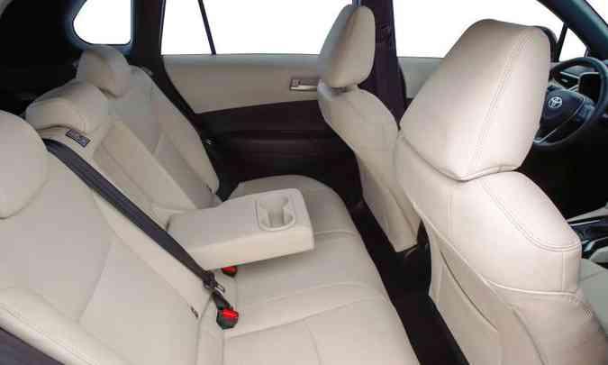O SUV médio tem bancos com bom espaço, mas atrás conforto só para duas pessoas(foto: Toyota/Divulgação)