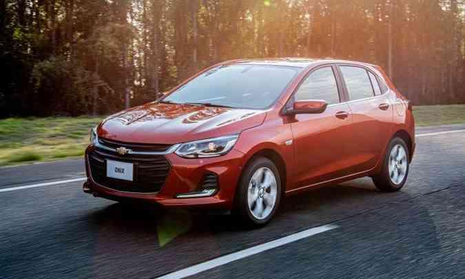 Os novos Onix trazem de série seis airbags e controles eletrônico de tração e estabilidade(foto: Chevrolet/Divulgação)