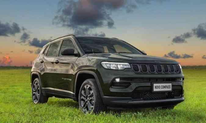 O novo Jeep Compass terá faróis full LED e detalhes escurecidos na grade e em outros elementos(foto: Jeep/Divulgação)