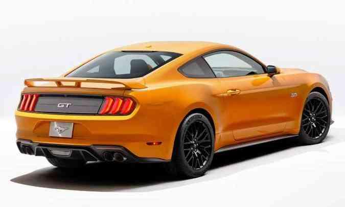 Versão apimentada GT tem quatro saídas de escapamento e aerofólio(foto: Ford/Divulgação)