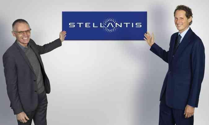 Os dois homens fortes da Stellantis: Carlos Tavares, CEO do grupo, e John Elkann, presidente da FCA e líder do conselho administrativo(foto: Stellantis/Divulgação)
