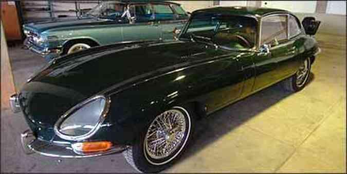 Jaguar E-Type 4.2, de 1968, chama a atenção pela originalidade e conservação(foto: Fotos: Beto Novaes/EM/D.A Press - 1/4/09)