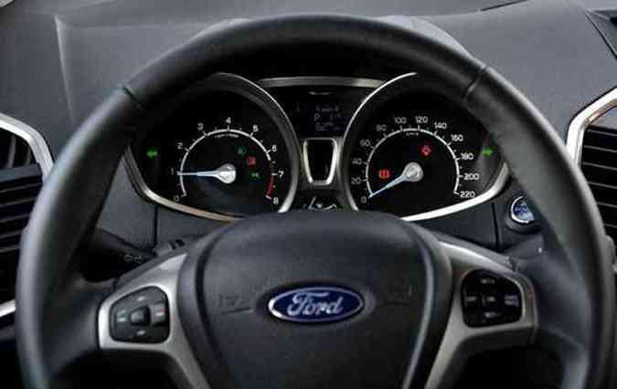 Na posição mais elevada, o volante esconde o marcador do nível de combustível(foto: Juarez Rodrigues/EM/D.A Press)