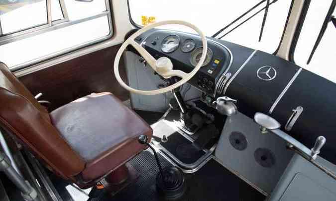 Direção hidráulica era uma das inovações do O 362; banco não tinha regulagens(foto: Thiago Ventura/EM/D.A. Press)
