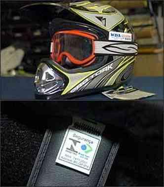 Óculos de proteção são exigidos para condutor e passageiro na falta da viseira. Etiqueta interna comprova idoneidade em caso de fiscalização