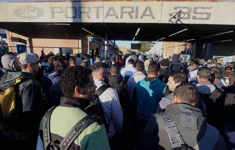 Funcionários realizaram protestos na fábrica - Edu Guimarães / SMABC