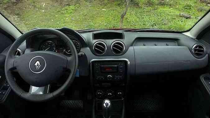 Interior tem acabamento razoável e pega do volante não é boa(foto: Gladyston Rodrigues/EM/D.A Press)