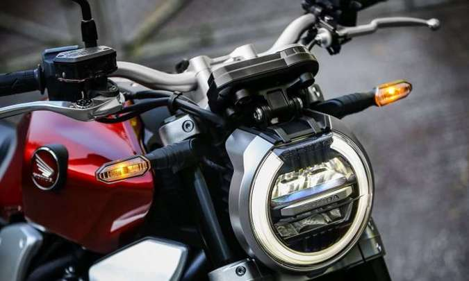 O farol tem iluminação em LED e luz de posição diurna(foto: Caio Mattos/Honda/Divulgação)