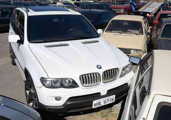 BMW X5 M - Utilitário-esportivo alemão com o pacote M tem motor V8 4.4 biturbo. O dono conseguiu reaver o veículo(foto: Thiago Ventura/EM/D.A Press)