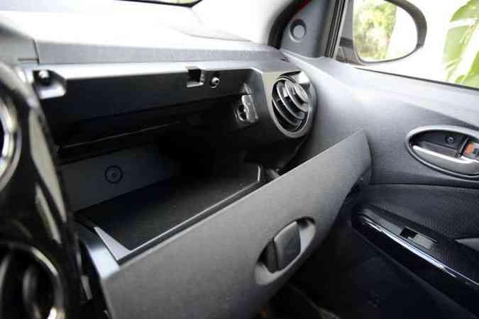 Uma boa surpresa: porta-luvas é refrigerado(foto: Thiago Ventura/EM/D.A Press)