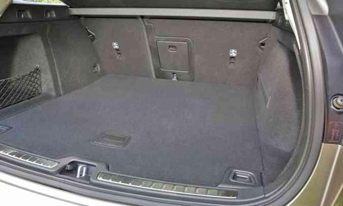 Para os que procuram bom espaço para bagagem, a perua tem porta-malas de 529 litros(foto: Volvo/Divulgação)