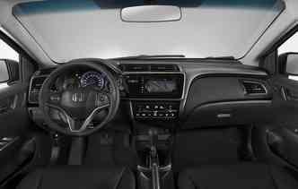 Visual da cabine do City é agradável e a central multimídia agora é compatível com Android Auto e Apple CarPlay. Foto: Honda / Divulgação