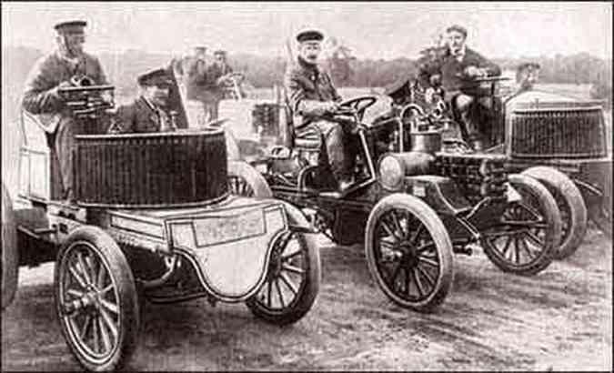 Primeira corrida internacional em pista fechada, de Frankfurt a Main, em 1900, vencida por um Benz de 24 hp, com velocidade média de 46 km/h(foto: Fotos: Editora Alaúde/Reprodução)