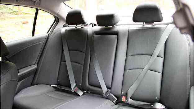 Segurança básica para todos no banco traseiro forrado em couro no Honda - Marlos Ney Vidal/EM/D.A PRESS