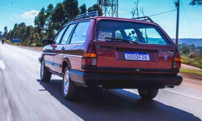 O modelo de linhas retas tinha dimensões generosas, mas não tanto quanto a concorrente Chevrolet Caravan(foto: Jorge Lopes/EM/D.A Press)