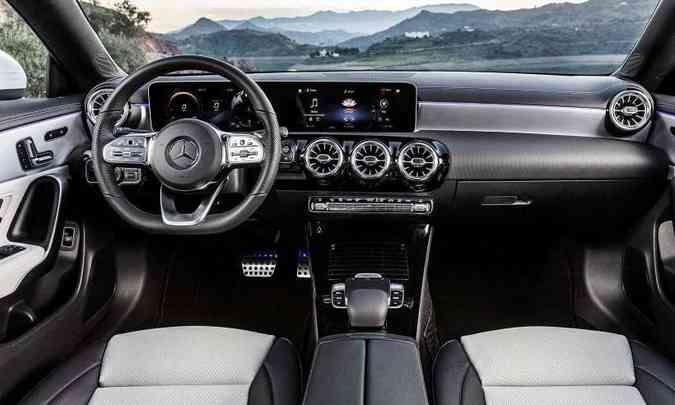 Além do acabamento sofisticado, a nova CLA 250 tem head-up display e multimídia MBUX(foto: Mercedes-Benz/Divulgação)