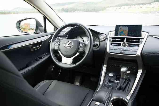 Interior com acabamento premium com apliques de madeira(foto: Thiago Ventura/EM/D.A Press)