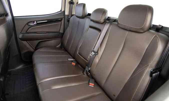 Banco traseiro na cabine dupla tem todos os itens de segurançã para os três passageiros(foto: Chevrolet/Divulgação)