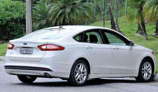 Como a traseira é alta, a câmera de ré ajuda bem nas manobras de estacionamento(foto: Ramon Lisboa/EM/D.A Press)