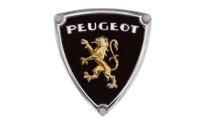 1955: o mesmo leão foi usado, mas em uma moldura triangular com fundo preto, na grade do modelo 403.(foto: Peugeot/Divulgação)