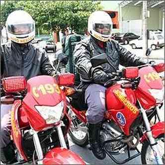 Cabo Ivo e sargento Rogério saem em dupla pela cidade prestando socorro de emergência(foto: Fotos: Marlos Ney Vidal/EM/D.A Press - 6/11/08)
