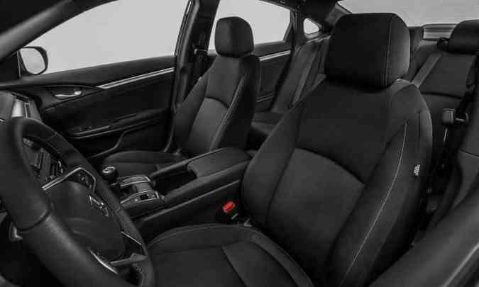 Civic ficou maior, mais largo e espaçoso, proporcionando conforto para o motorista e passageiros(foto: Honda/Divulgação)