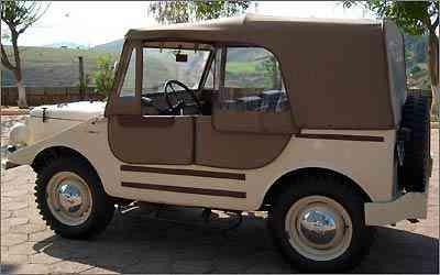 Modelo teve versão duas e quatro portas, com capota de lona e janelas tipo cortina, feitas de plástico - Ayrton Amaral/Divulgação