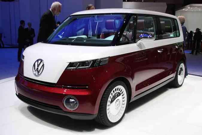 Com estilo retrô, minivan é equipada com motor elétrico que rende 115 cavalos e velocidade máxima de 140 km/hDivulgação/Volkswagen