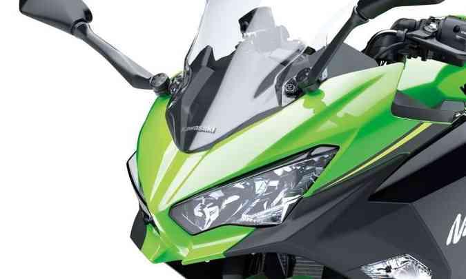 O visual, marcado pela frente bicuda e duplo farol, é inspirado na Ninja H2(foto: Kawasaki/Divulgação)