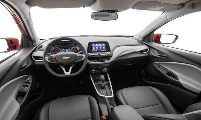 O painel tem novo desenho e usa plástico duro, enquanto os bancos podem ser revestidos com tecido ou couro(foto: Chevrolet/Divulgação)