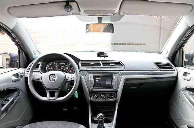 Painel moderno, comandos no volante, mas coluna de direção não tem regulagem de altura e distância(foto: Marlos Ney Vidal/EM/D.A Press)