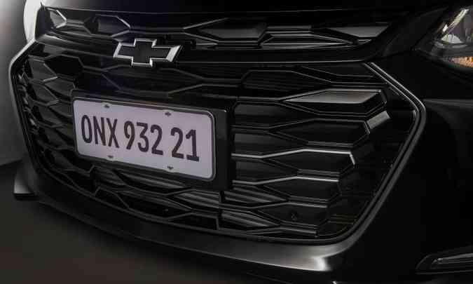 A grade dianteira do sedã pintada em preto confere aspecto discretamente esportivo(foto: Chevrolet/Divulgação)