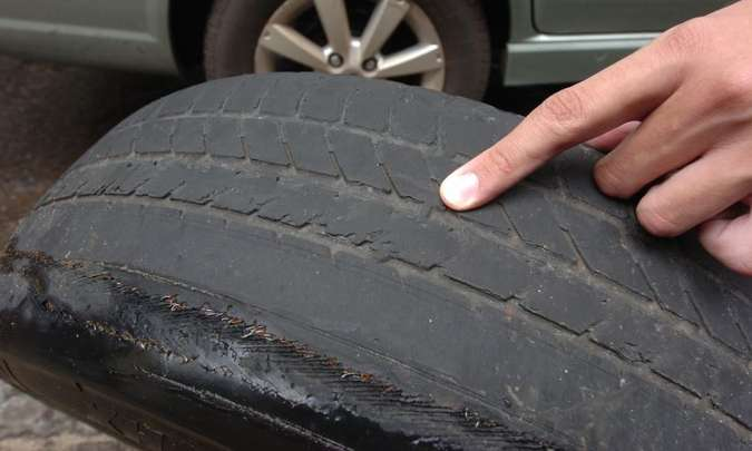 Detalhe do TWI, que indica a hora de trocar o pneu(foto: Jair Amaral/EM/D.A Presss)