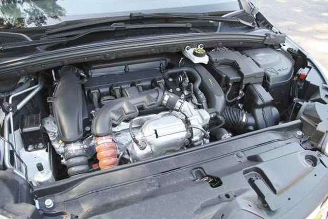Um dos destaques do carro é o eficiente motor 1.6 turbo(foto: Marlos Ney Vidal/EM/D.A Press)